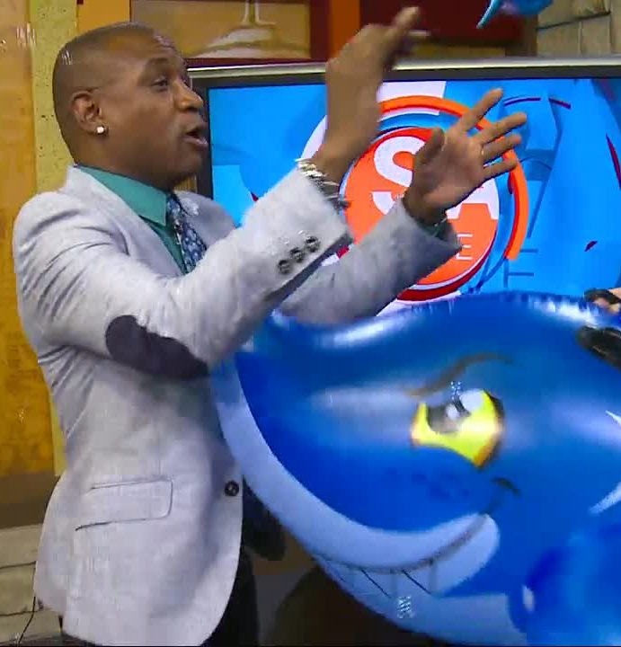 Comedian Tommy Davidson reenacts lost scene from Sharknado
